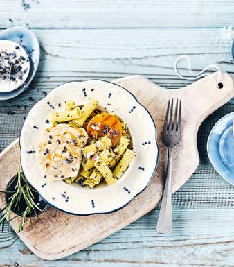 Provencalische Pasta Haehnchenbrust Pfirsiche Lavendelblueten
