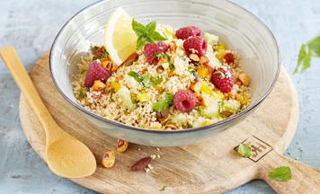 Couscous Salat mit Himbeeren und Nuessen
