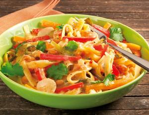 Ein-Topf-Pasta – Thai-Nudeln in Erdnusssauce
