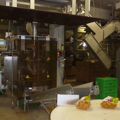 Maschine packt Kartoffeln ab