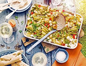 Grillkartoffeln mit grünen Bohnen und Feta