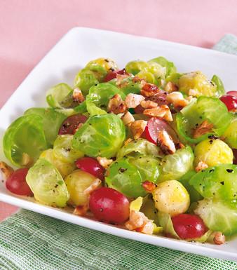 Rosenkohlsalat mit Weintrauben