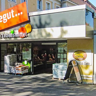 Eingang des tegut Markt in Wuerzburg Sanderau