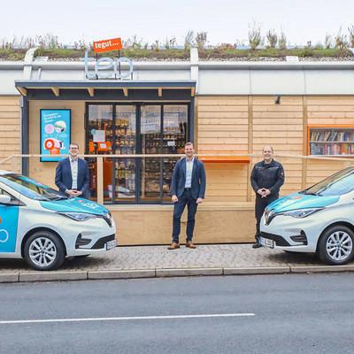 vor dem tegut... teo stehen die zwei neue Autos für das teo team