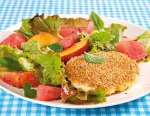 Nektarinen-Salat mit Sesam-Mozzarella