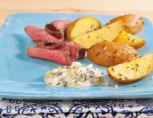 Blechkartoffeln mit Roastbeef und Remoulade