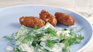Gurkensalat zu Feta-Fleischröllchen