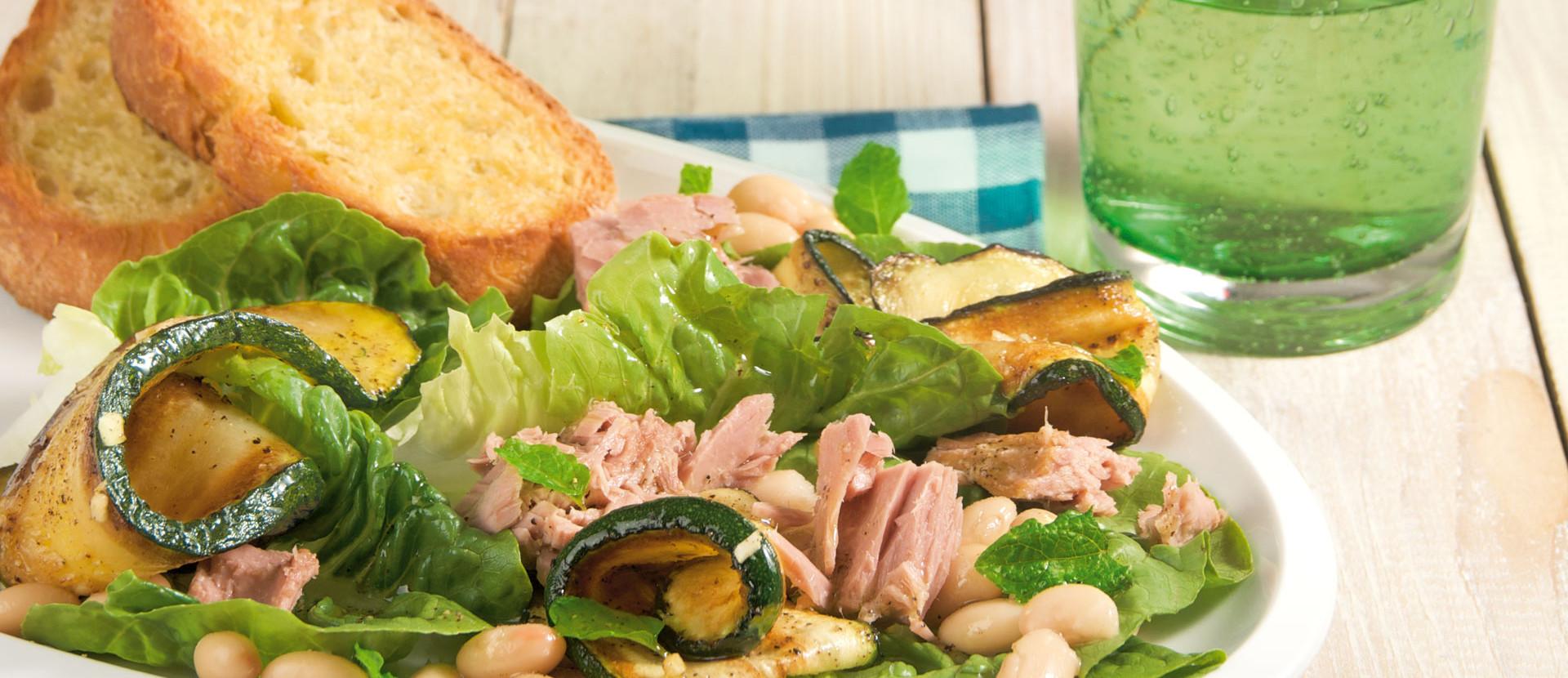 Thunfischsalat mit Zucchini und weißen Bohnen