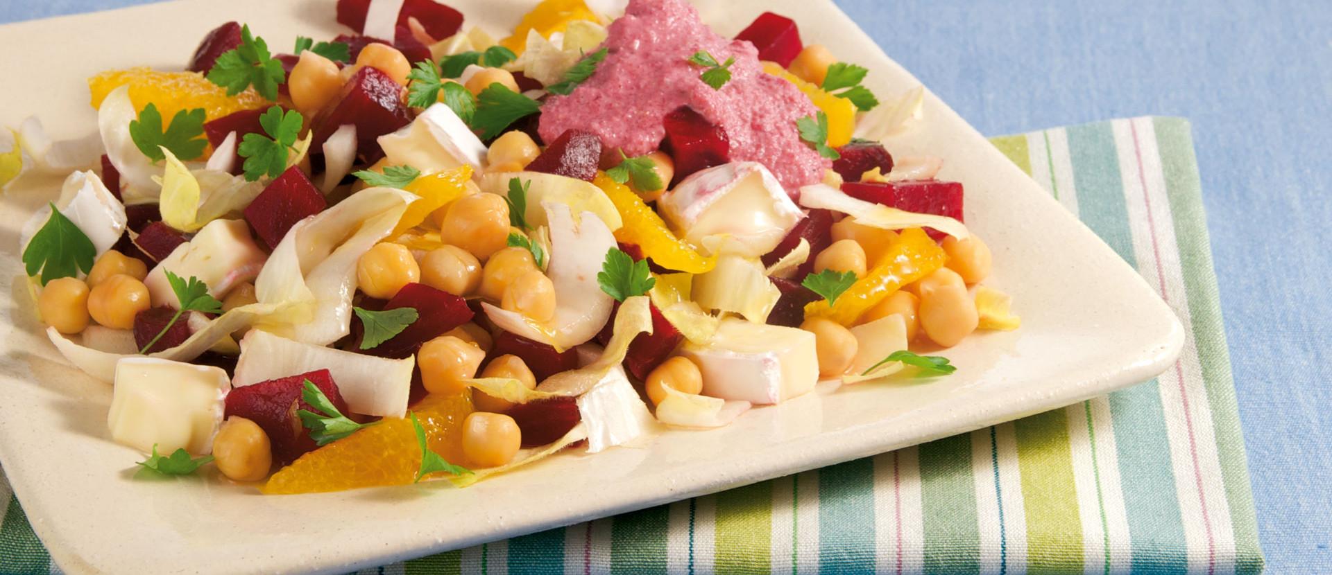 Chicoree-Salat mit Kichererbsen und Rote-Bete-Dressing