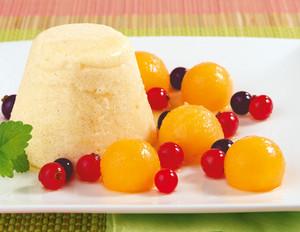 Grießflammerie mit Melonen-Beerensalat