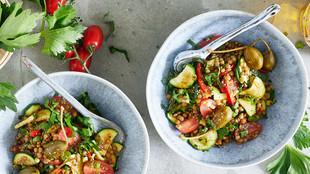 Griechischer Gemüse Linsensalat mit Kapernäpfeln