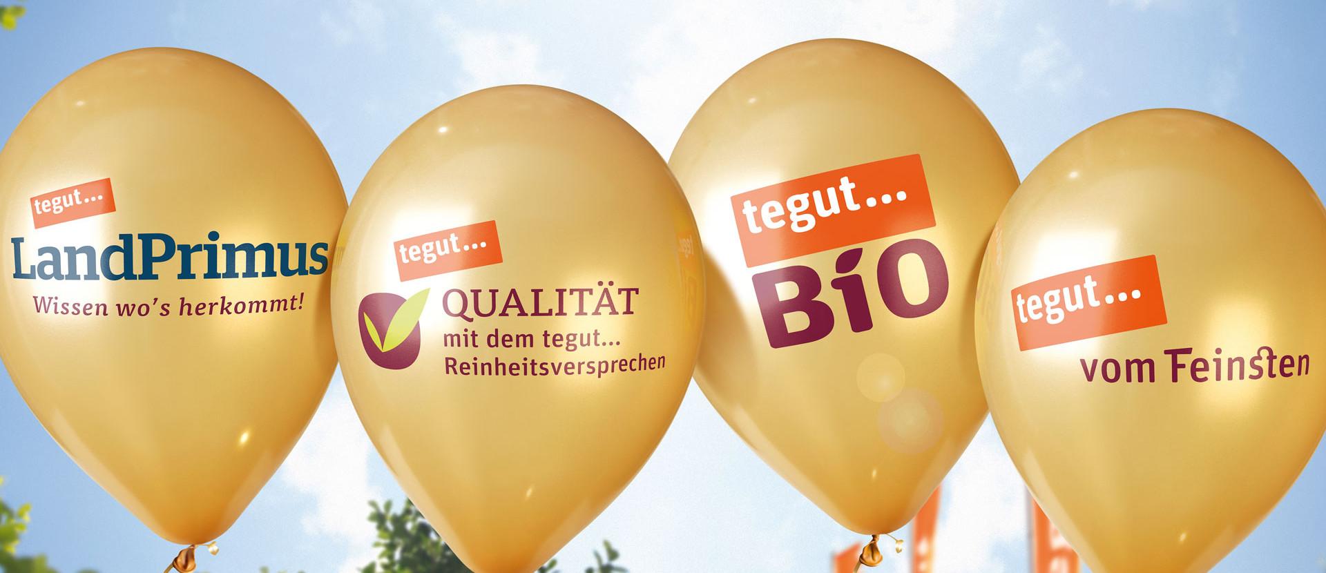 vier goldene Ballons mit tegut... Eigenmarken-Aufschrift