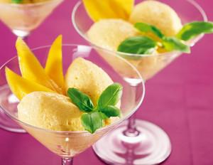 Weißwein-Creme mit Mango