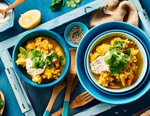 Gelbes Blumenkohl-Curry mit roten Linsen