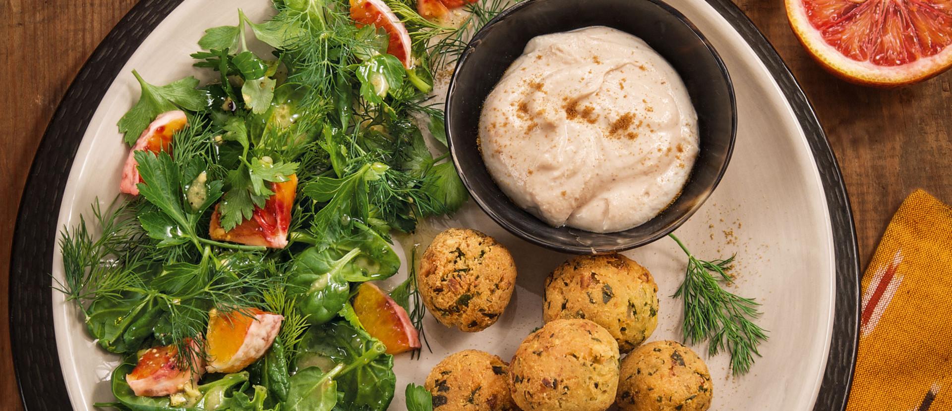 Falafel Kraeutersalat Tahinsauce