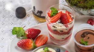 Cookies Cream Schichtdessert mit Erdbeeren