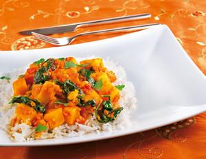 Süßkartoffel-Curry mit Linsen und Spinat
