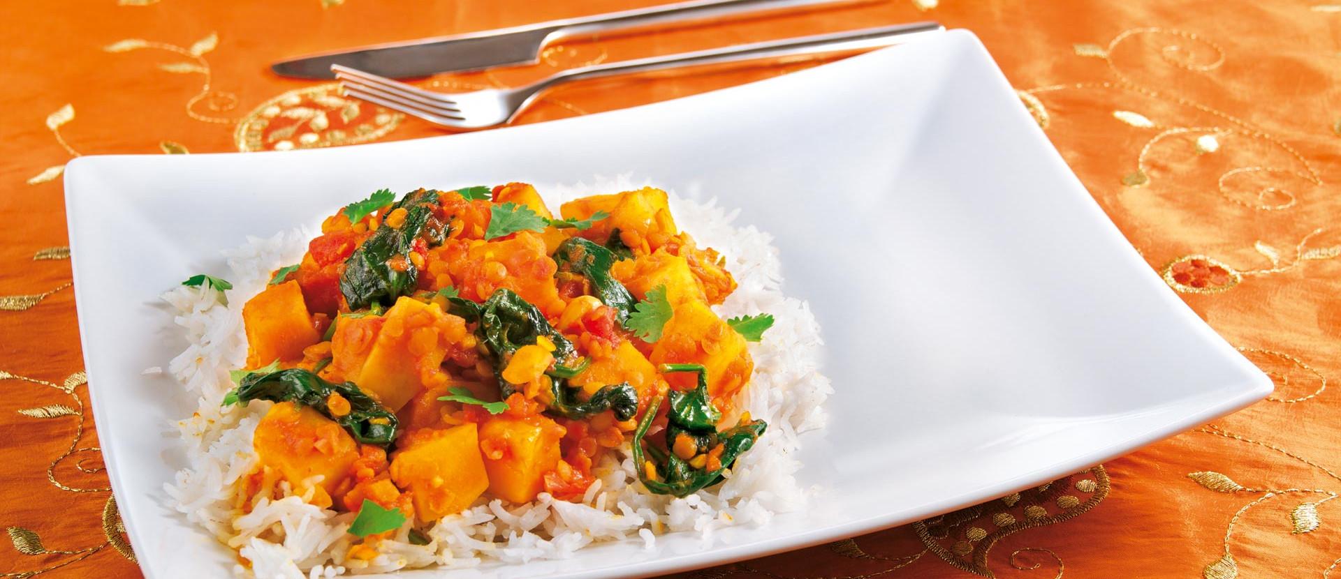 Curry mit Suesskartoffeln Linsen Spinat
