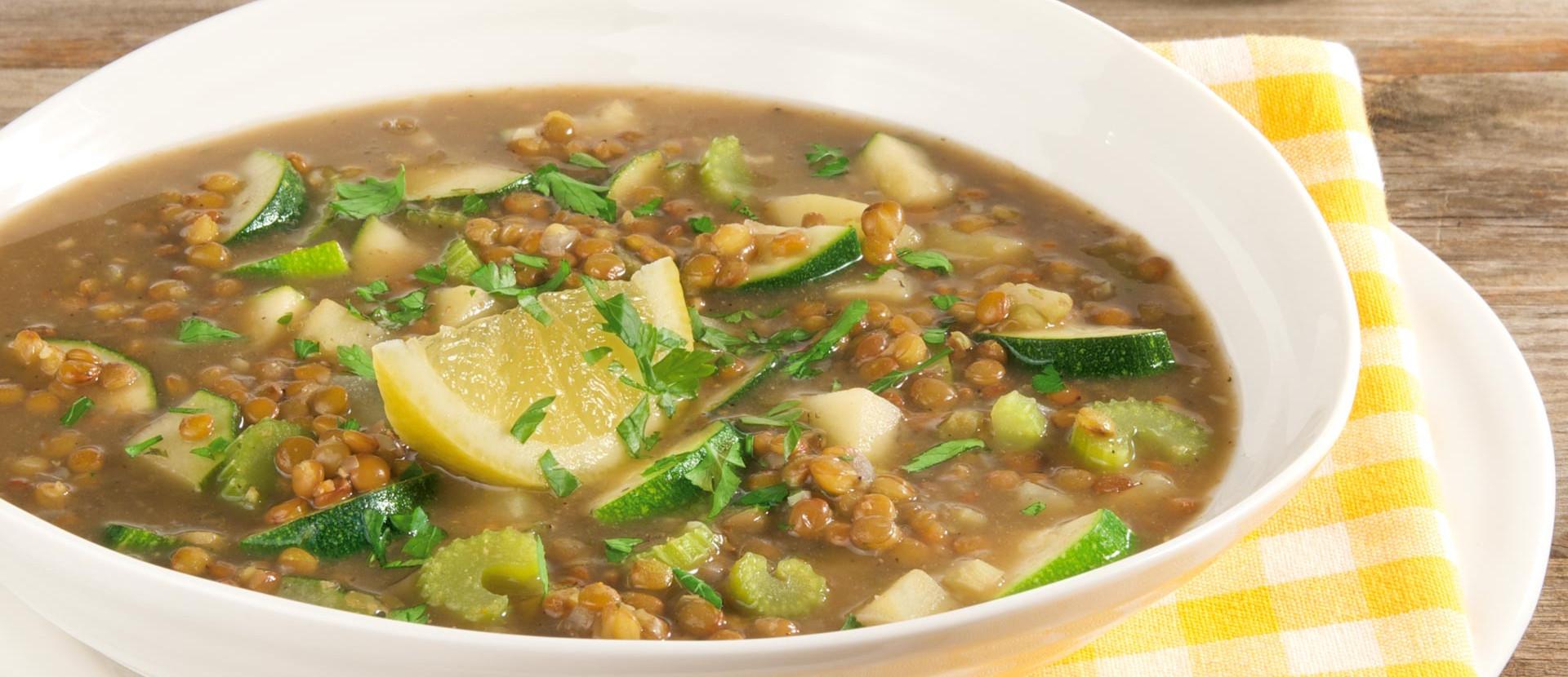 Linsen-Zucchini-Suppe mit Bio-Zitrone