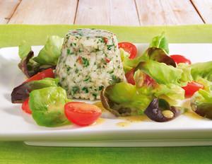 Pikanter Milchreis mit buntem Salat