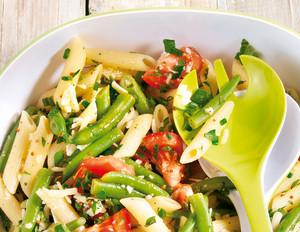 Penne-Bohnensalat mit Parmesan und Kräutern