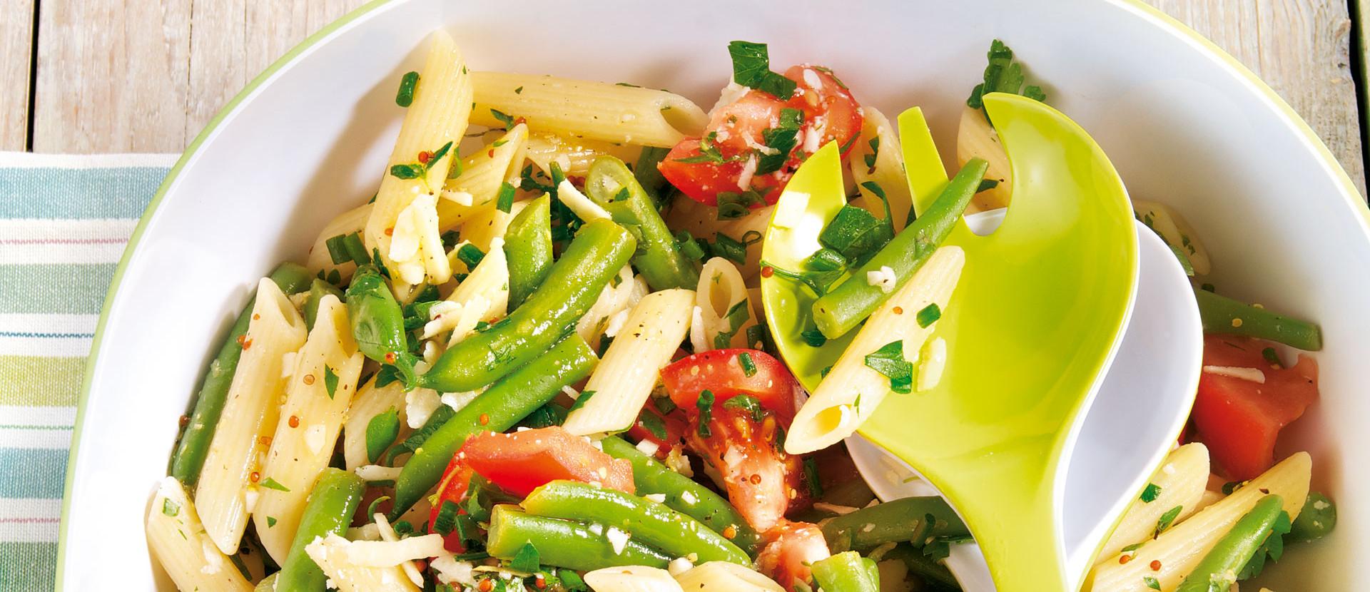 Penne Bohnensalat mit Parmesan und Kräuter