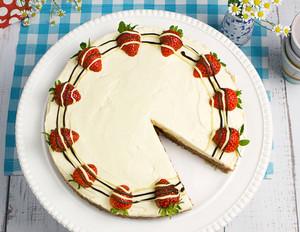Schoko-Frischkäse-Torte mit Erdbeeren