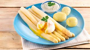 Spargel mit pochiertem Ei und Kraeutercreme
