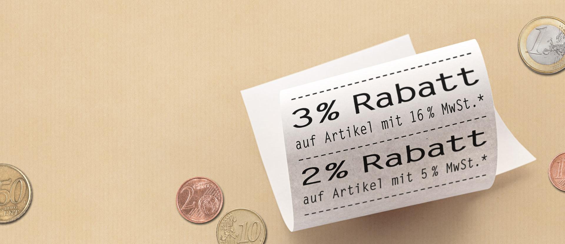 Euro Geldstücke und Kassenbon mit Rabattbetrag