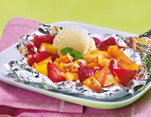 Gegrilltes Obst mit Vanilleeis