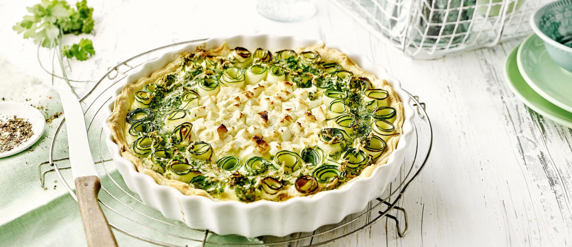 Zucchini Tarte Blaetterteig Feta Messer Kuechenrost