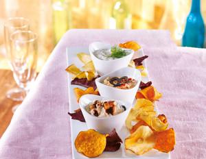 Gemüse-Kesselchips mit drei Dips