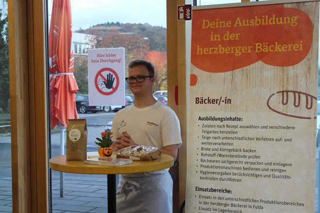Bäcker-Azubi beim tegut... Bewerberfrühstück