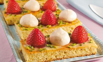 Eierlikör-Erdbeer-Schnitten mit Baiser