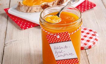 Ein Glas mit Hokkaido Apfelkonfitüre