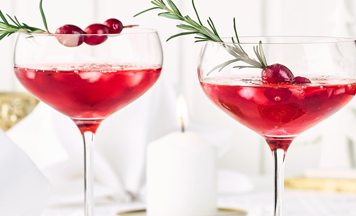 Xmas-Cocktail mit Gin und Cranberrys