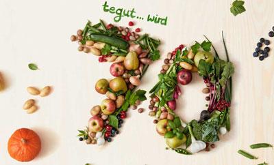 70 Jahre tegut Keyvisual: Zahl siebzig gelegt mit Obst und Gemüse