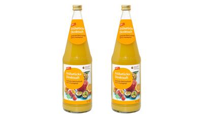 zwei Flaschen tegut Fruestuecks-Direktsaft