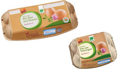 zwei Packungen mit Bio-Eier