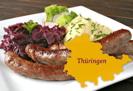 Thüringer Rostbratwurst mit Rotkraut und Klössen