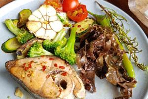 Dulse Algen mit Fisch und Gemüse