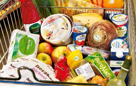 Einkaufswagen mit Bio-Produkten