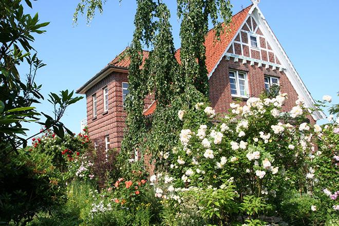 Betriebshaus mit Garten