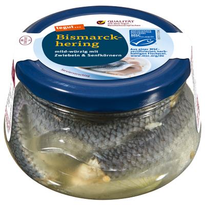 Bismarckhering mit Zwiebeln und Senfkörnern im Glas