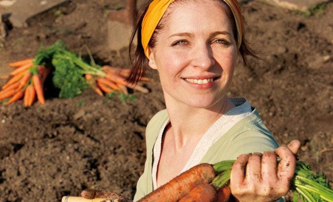 Frau mit Karotten
