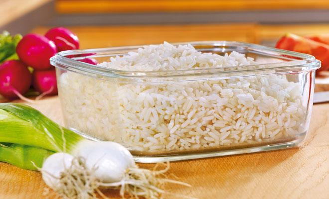 Reis in einer Glasschale