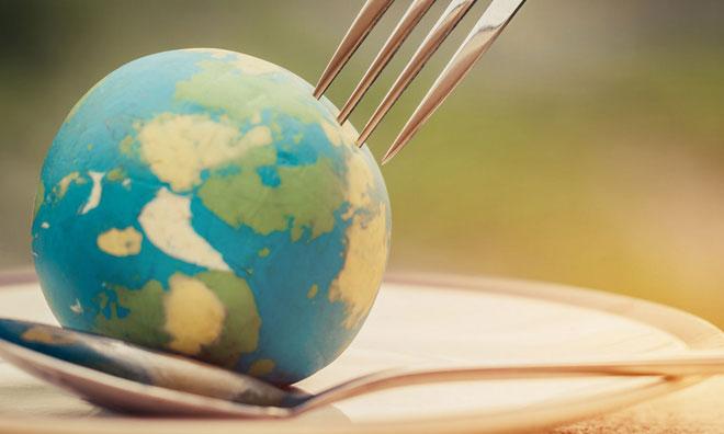 Nachhaltige Ernaehrung Weltkugel Gabel Loeffel