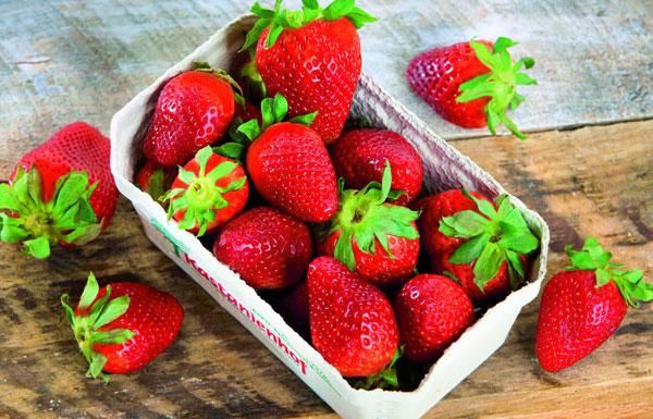 eine Schale mit Erdbeeren
