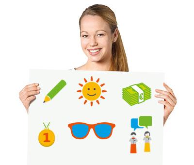 Lernende Antonia Schäfer hält weißes Schild mit Icons Vorteile Ausbildung