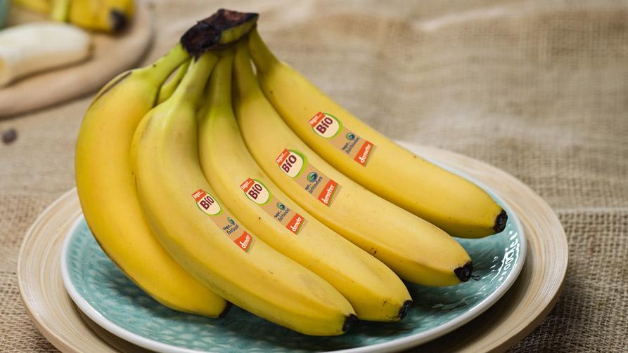 tegut fairbindet Bio Bananen auf einem Teller